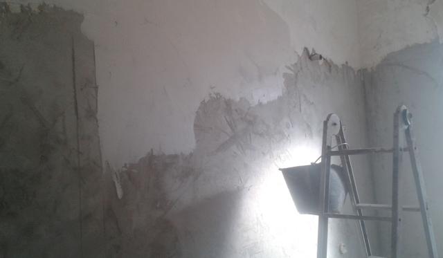 Rasare un muro con lo stucco