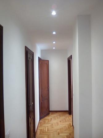 Lucidatura parquet contro soffitto e faretti